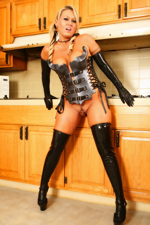 Latex Milf 30